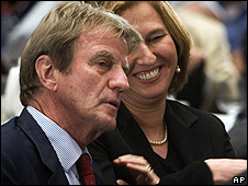 Kouchner in Israel with Kadima party leader Tzipi Livni