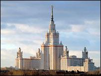 Здание МГУ (фото с официального сайта университета)