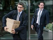 Сотрудники обанкротившегося Lehman Brothers покидают здание банка