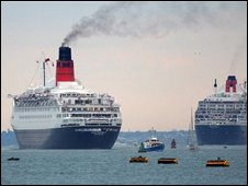 QE2 (left) and QM2 (right) in Southampton in 2005