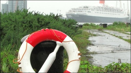 This image of the QE2 was sent in by Ross McDonald