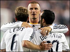 Los Angeles Galaxy's David Beckham with Landon Donovan (r) and Eddie Lewis