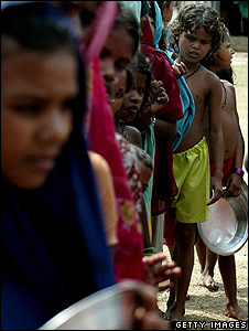 Food aid queue, India (Getty Images)