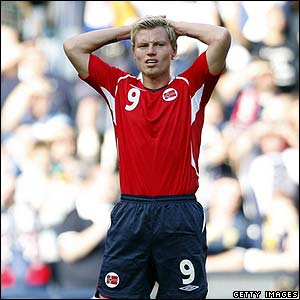 Bjorn Helge Riise shows his frustration