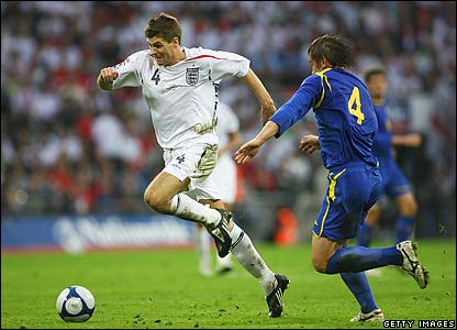 Steven Gerrard runs at the opposition defence