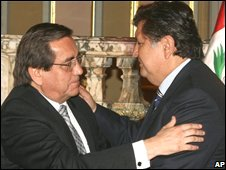 Alan Garcia, (R), embraces his former Prime Minister Jorge del Castillo in Lima, 10 October 2008