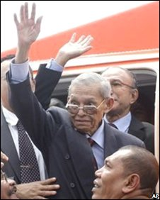 Hasan di Tiro waves to supporters after his plane touches down in Banda Aceh, 11 October 2008
