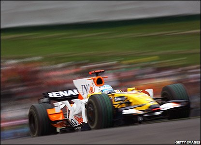 Fernando Alonso leads the Japanese Grand Prix