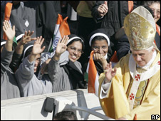 Pope Benedict greets Indian Christians in Rome after canonising Sister Alphonsa