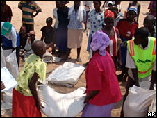 UN food being distributed in Zimbabwe
