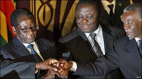 From left to right: Robert Mugabe, Morgan Tsvangirai and Thabo Mbeki at the signing of the power-sharing accord in Harare on 15/09/08
