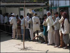 Voters queue up in India (File photo)