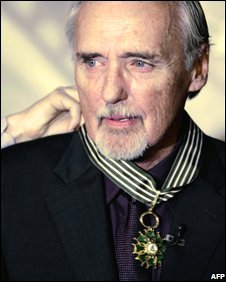 Dennis Hopper receives his award