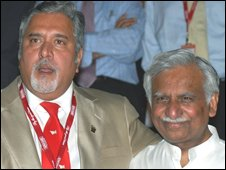 "Chief Executive Officer of India""s Kingfisher Airlines Vijay Mallya (L) and Chairman of India""s Jet Airways Chairman Naresh Goyal address media representatives after a meeting in Mumbai late October 13, 2008."