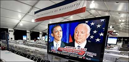 Pantalla de televisi�n con los aspirantes a la Casa Blanca