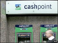 Imagen de cajeros automáticos del banco británico Lloyds TSB
