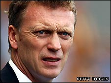 Everton manager David Moyes has signed a new deal