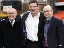 Eddie ThompsDundee United chairman Eddie Thompson (left) and son Stephen celebrate Craig Levein's (centre) joint role as manager and Director of Football