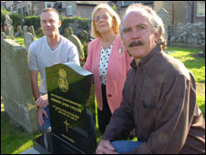 Historian Harry Thomas, councillor June Cahill and historian Jerard Bone at the grave (picture courtesy of dailypost.co.uk)