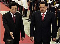 Hu Jintao (izq) y Hugo Ch�vez.