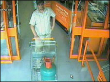 Police image said to show Dr Bilal Abdulla leaving shop with gas cylinder