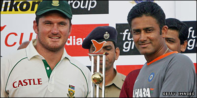 South Africa captain Graeme Smith and India skipper Anil Kumble