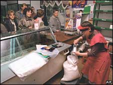 People queue to buy sugar in a Moscow shop with almost empty shelves. Photo: September 1998