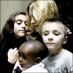 Мадонна с детьми Лурдес, Рокко и Дэвидом Бандой
