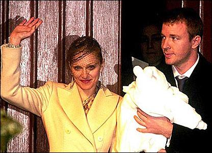 Мадонна и Гай Ричи с сыном Рокко
