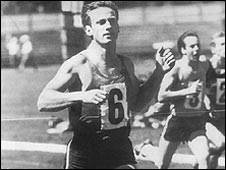 Peter Norman running a race