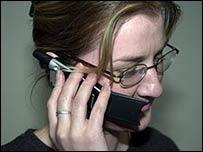 Mujer con teléfono celular