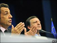Nicolás Sarkozy (izq) y José Manuel Barroso.