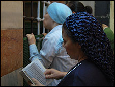 Jews pray at the Tomb of the Patriarchs