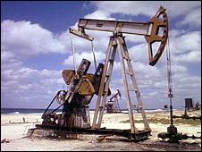 Oil derrick in Cuba (file)