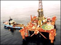 Plataforma petrolera en el Atlántico del sur
