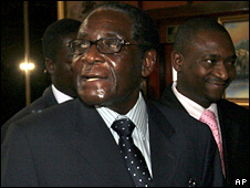 Robert Mugabe arrives for power-sharing talks in Harare (17 October 2008)