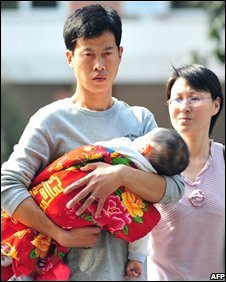 Chinese parents with their baby sick after consuming tainted milk, Beijing, 16/10/08,
