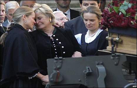Joerg Haider's widow Claudia Haider (2nd L) and her daughters Cornelia and Ulrike attend his funeral