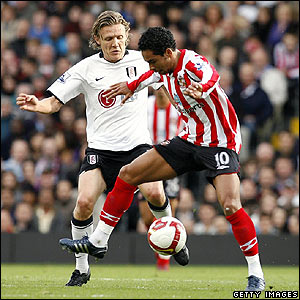 Kieran Richardson is closed down by Jimmy Bullard at Craven Cottage