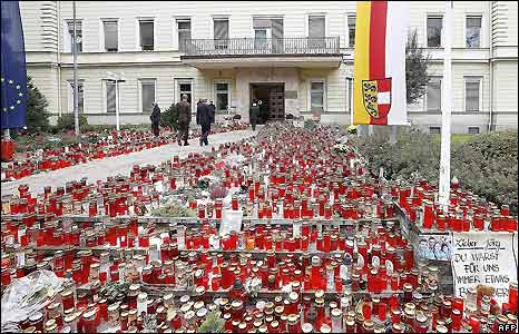 Candles in front of the government building in Klagenfurt - 18/10/208