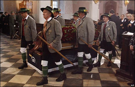 Mountain guides in traditional dress carry Joerg Haider's coffin into Klagenfurt Cathedral - 18/10/2008