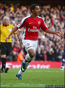 Theo Walcott celebrates scoring Arsenal's third