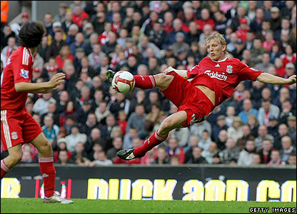 Kuyt scores the winner for Liverpool