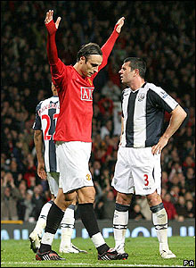 Dimitar Berbatov celebrates scoring the third for United