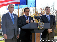 George W Bush, Nicolas Sarkozy and Jose Manuel Barroso at Camp David (18 October 2008)