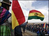 Marcha de seguidores de Evo Morales en camino hacia La Paz