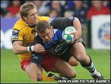Wayne Evans tackles Bath's Lee Mears