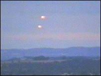 UFO Sightings Orange UFO's Fly Above UK, UFO Sighting News