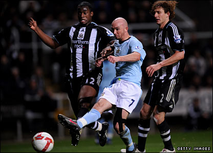 Stephen Ireland leaves it late but his cool finish earns City a draw.