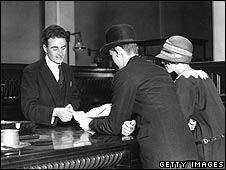 A cashier gives money to two customers in 1925